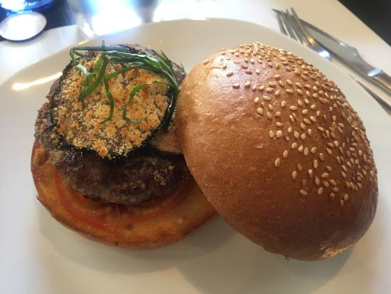 Pijama Restaurant: De las mejores hamburgueserías de Barcelona. Pan delicioso y productos de buena calidad. Al medi