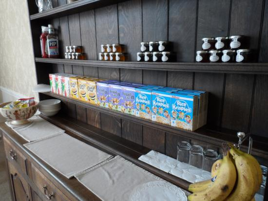 Acorn House Hotel : Breakfast room with good selection of cereal (chilled foods removed after breakfast was served)