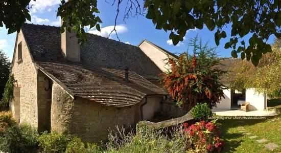Francueil, Frankrike: Vue côté Est avec le four à pain