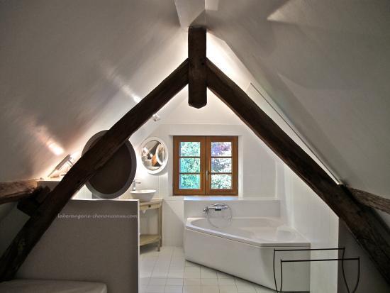 Francueil, Frankrike: Salle de Bains de la suite Azur