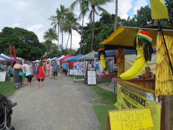 Tropic Breeze Van Park: Port Douglas markets 5 mins away