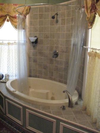 Hayes House Bed and Breakfast: First Lady's Suite Bath