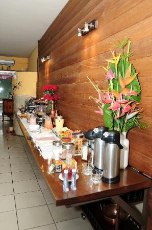 Teofilo Otoni, MG: Chegada do Hotel, Hall e área do Café da Manhã.