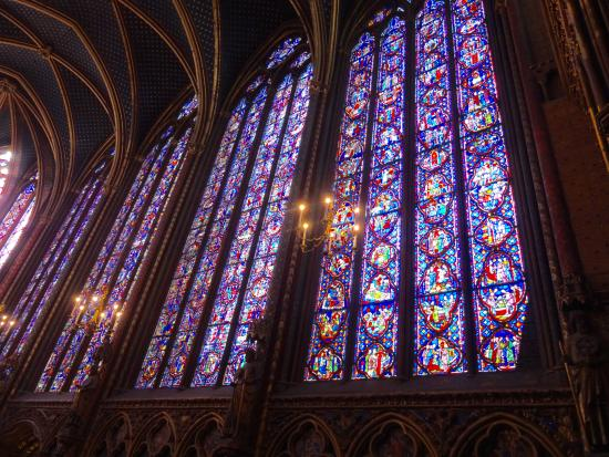 París, Francia: My little camera just doesn't do these windows justice.