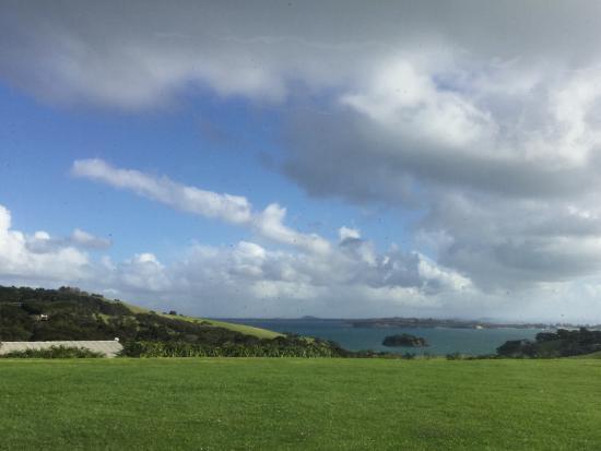 Isla Waiheke, Nueva Zelanda: Looking out from Cable Resaurant.