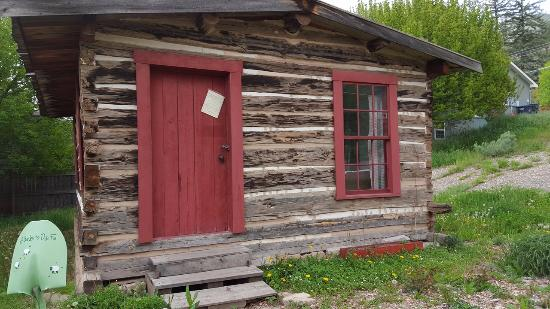 Animas Museum : The log cabin on the property