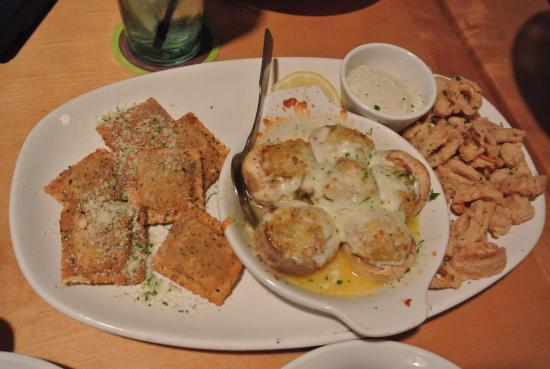 Olive Garden: Triple Appetizer! U003c3 Ravioli, Stuffed Mushrooms And Calamari!