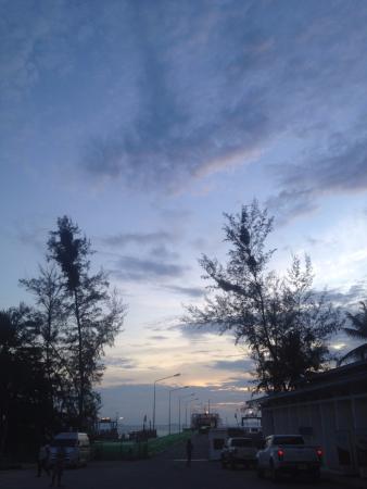 Lipa Noi, Thailand: พระอาทิตย์ตก