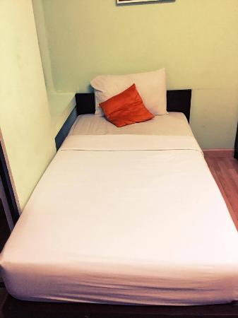 B2 Khamtieng: เตียงนอน