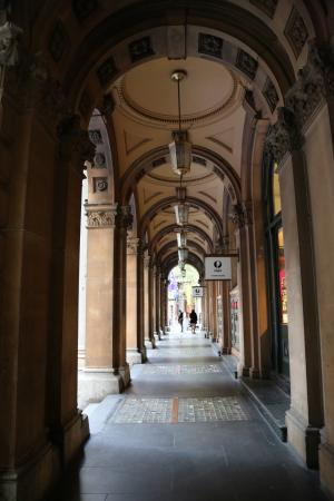 Grand Post Office (GPO) Sydney: Underneath the arches