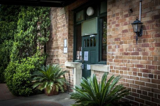 Bellbird, Australia: garden