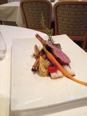 Hotel Fontana Twann  Fischrestaurant und Brasserie : Das Lammkotelett auf Spargeln
