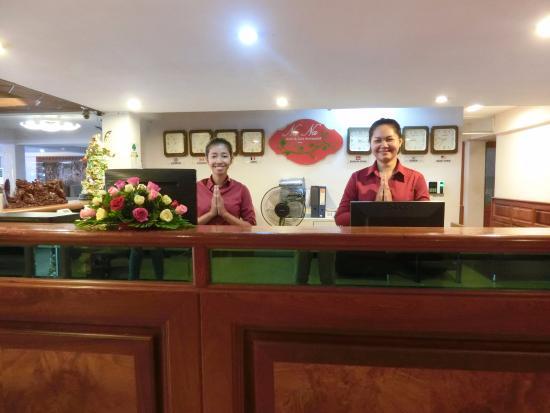 NaNa Hotel & Caffe Restaurant : Check-In Desk