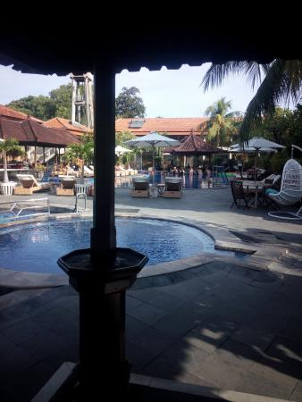 Kuta Beach Club Hotel: Pool view from Tommy's Tavern