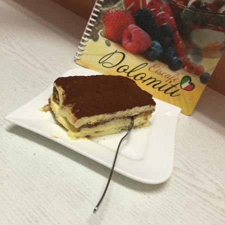 Tiramisu Kuchen Ohne Alkohol Bild Von Eiscafe Dolomiti