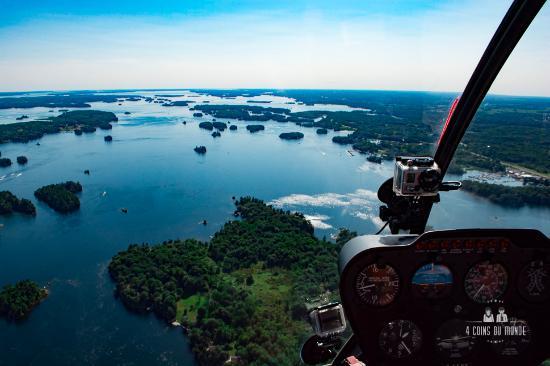 Gananoque, Canada: Les iles sont aussi une frontière entre les USA et le Canada