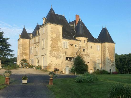 Dange-Saint-Romain, Frankrike: Chateau de piolant