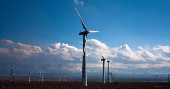 Dabancheng Wind Power Station : Вид на ветряки с дороги