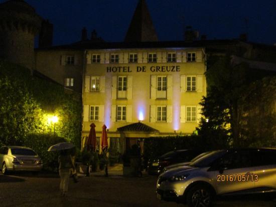 Hotel de Greuze: 夜の建物の正面