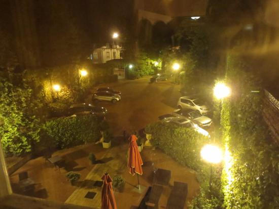 Hotel de Greuze: 駐車場