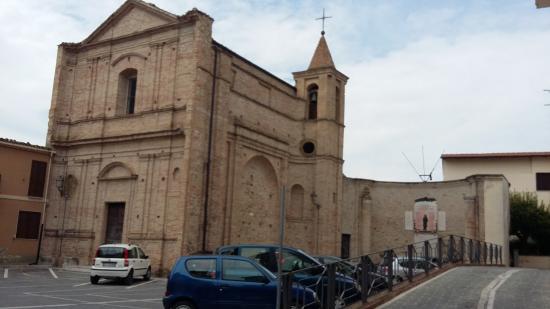 Canzano, Italia: vista dalla piazza