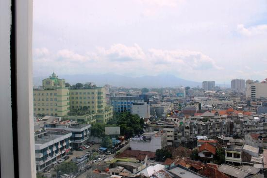 Gino Feruci Kebonjati Bandung: View of Bandung City from our room