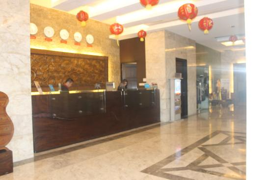 Gino Feruci Kebonjati Bandung: Reception room