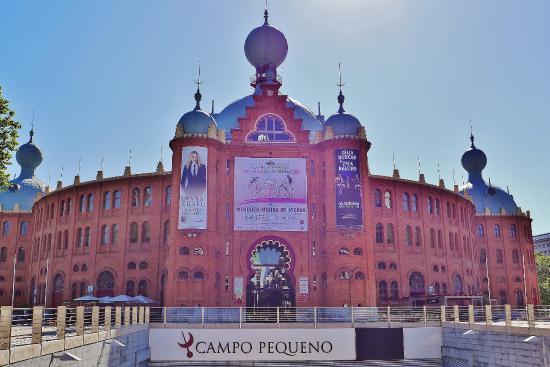 Campo Pequeno : Outside view