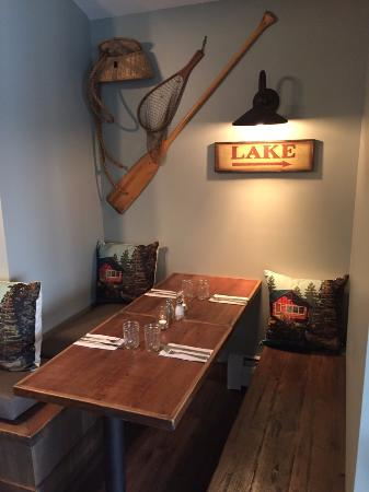 Bomoseen, VT: Cozy booth at Lake House Pub & Grille