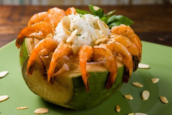 Bistrô Santa Satisfação: A cozinha tem grande variedade de saladas, massas e risotos, além das  sugestões diárias