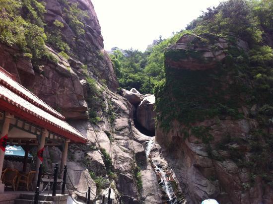 Beijiushui River Laoshan: Waterfall - not much rain lately - and the cafe
