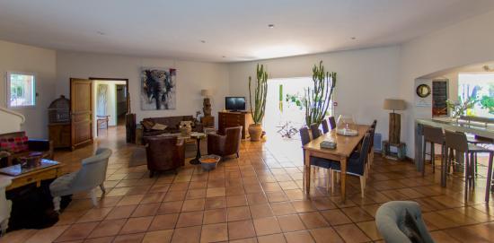 Hôtel La Garbine : Living room
