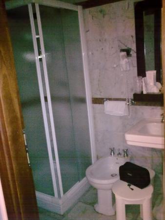 Hotel Plaza: Bagno con doccia