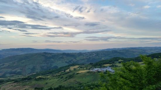 Oratino, Italia: Panorama stupendo e paese caratteristico