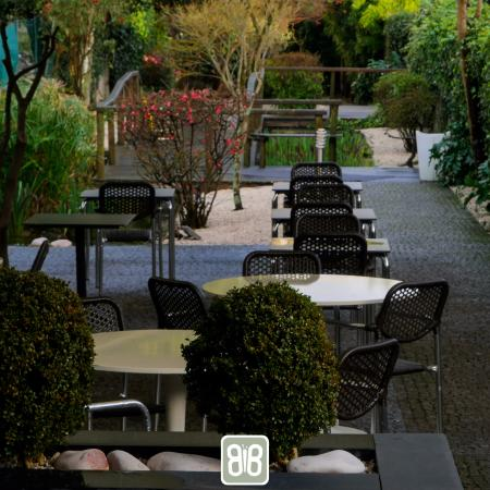 BB Villa Restaurante: Nice and cosy space with garden and terrace.