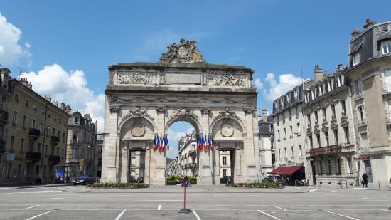 Porte Desilles