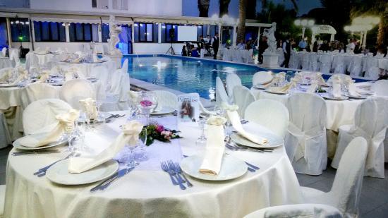 Cena bordo piscina bild von ristorante paradise for Cena in piscina