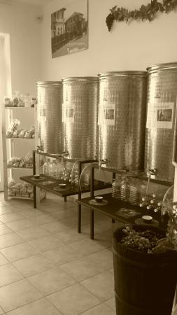 Fabriano, Italia: Cantina italiana - Vini sfusi di qualità I nostri vini: Vermentino Malvasia Pecorino Grillo