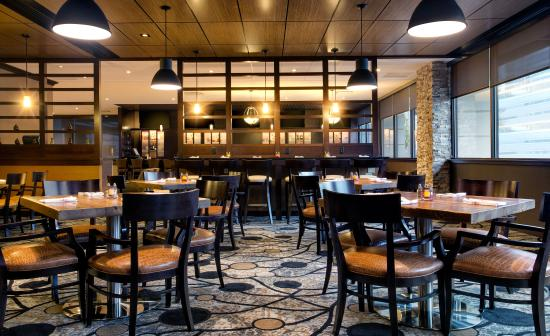 Newly renovated Hudson Grille located on lobby level offers breakfast, lunch and dinner options.