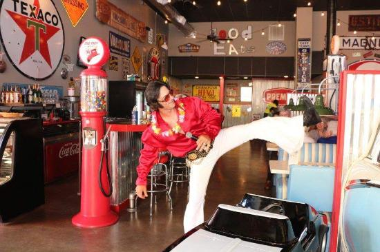 Jake's Texas Tea House: Elvis is in the building!