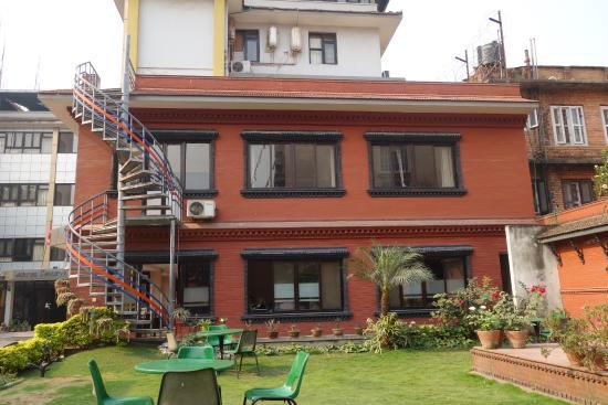 Hotel Shakti: Garden view.