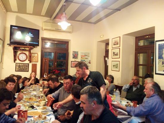 I Piatsa: Θα μας βρείτε στην ΙΟΥΛΙΔΑ  ΠΑΟΥΡΗΣ Ν. ΙΩΑΝΝΗΣ  Ανεβαίνοντας τα σκαλοπάτια της χώρας μπαίνεις στ