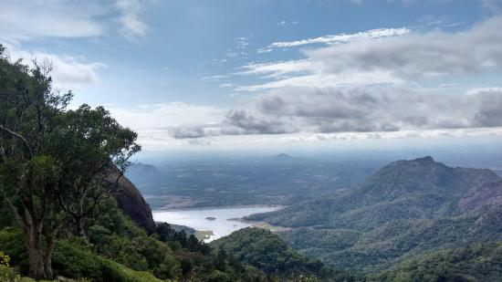 Palakkad, Inde : Keshavapara @ nelliyampathy..  close to the clouds