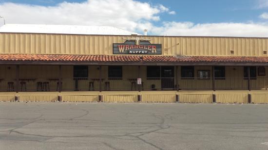 Furnace Creek Resort & Fiddler's Campground: Bar et restaurant de l'hotel