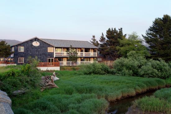 Coast River Inn