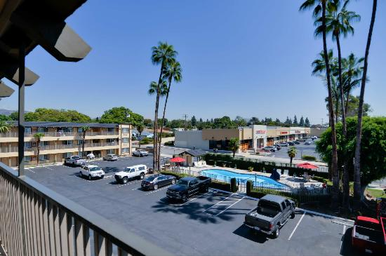 Vagabond Inn - Whittier: Hotel View