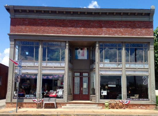 Gaffney, SC: Front of Shop, entrance on side of shop.