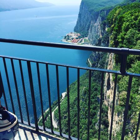 Vista magnifica - Foto di Terrazza del Brivido, Tremosine - TripAdvisor