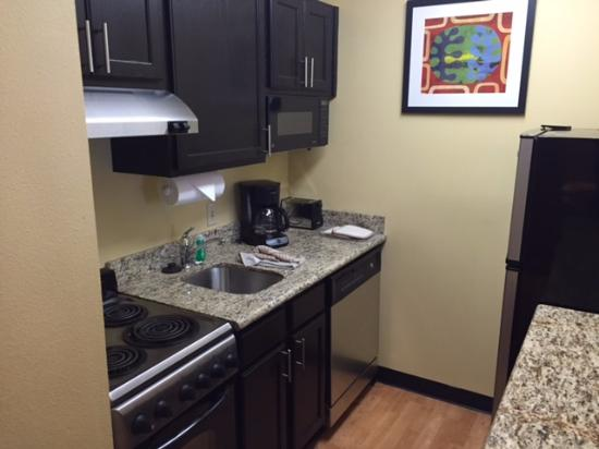 TownePlace Suites Bloomington: Kitchenette, full sized fridge and coffee maker included