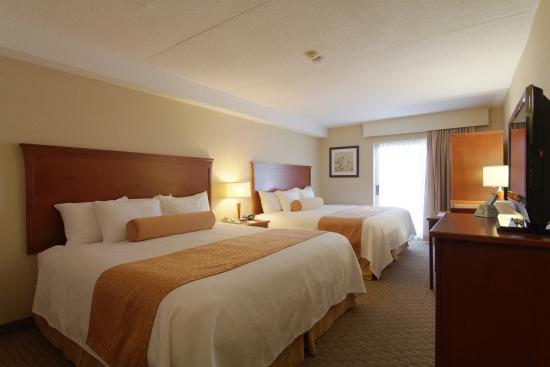 Best Western Kitchener-Waterloo : Two Queen Beds
